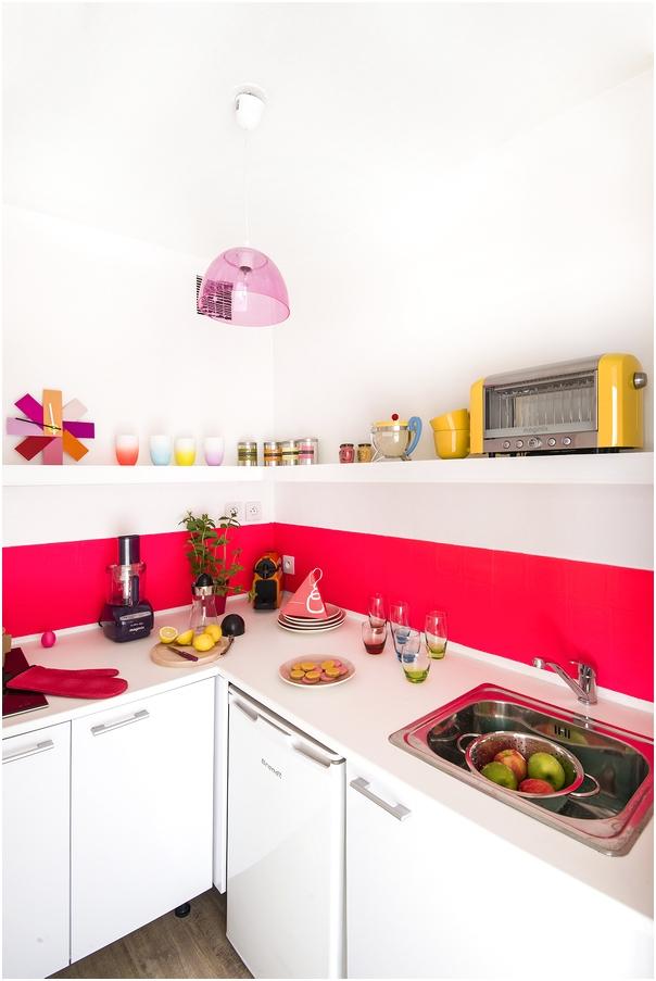 Desain Dapur Minimalis Mungil Sederhana Type 2 Warna Cat Pink Putih Terbaru