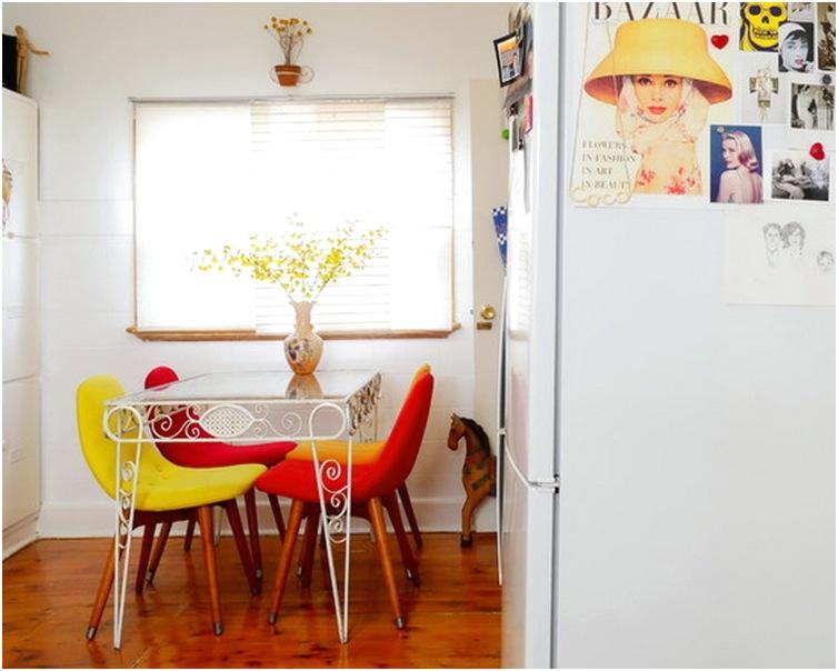 Desain ruang makan menyatu dengan dapur sederhana