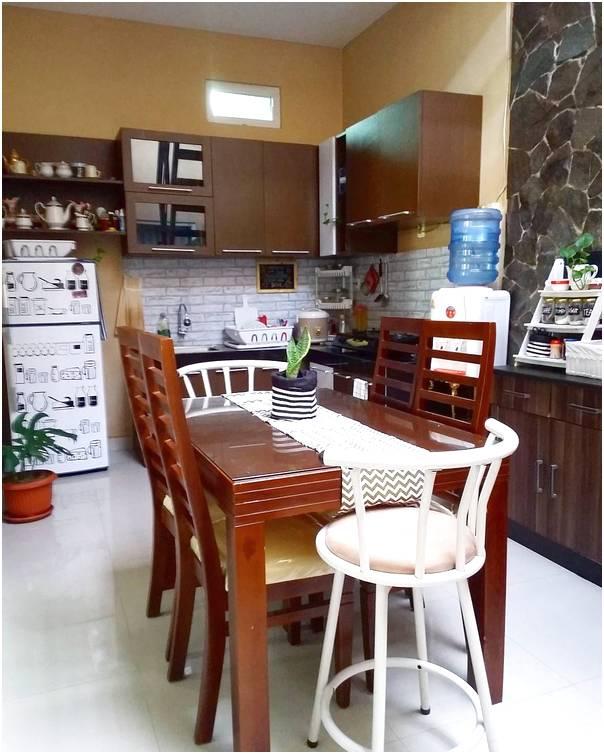 Desain rumah makan kecil menyatu dengan dapur sederhana terbaru