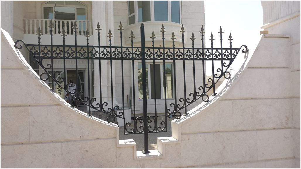 Unik desain pagar rumah minimalis besi kokoh modern mewah klasik elegan nyaman mempesona terbaru