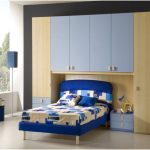desain interior kamar tidur kecil minimalis sederhana sempit warna biru terbaru