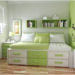 desain kamar tidur kecil minimalis sederhana dengan wallpaper kupu kupu anak perempuan modern warna hijau terbaru