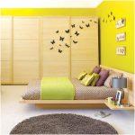desain kamar tidur kecil minimalis sederhana wallpaper cat kuning modern mewah elegant terbaru