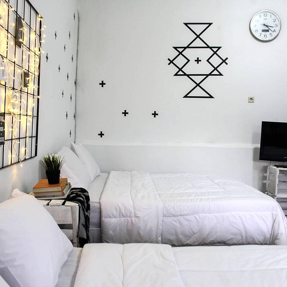 Desain Ruang Tamu Hitam Putih Rumah XY