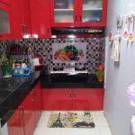 Motif Keramik Dapur Sempit Warna Merah Dipadu Dengan Motif Keramik Dapur Hitamputih