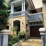 Teras Rumah Minimalis Batu Alam Pada Rumah Mewah