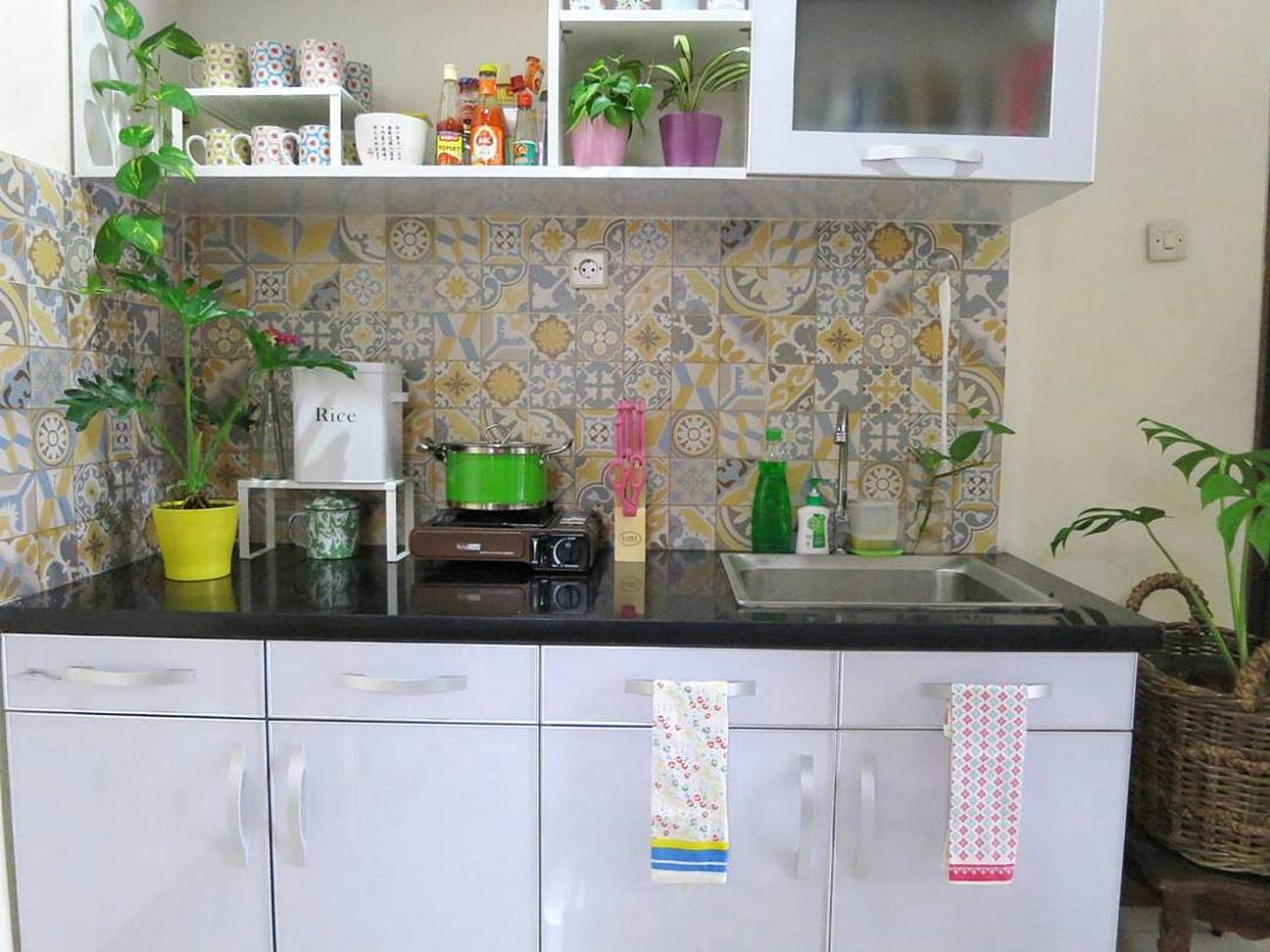 Warna Keramik Dapur Cantik Untuk Dinding Minimalis Anda