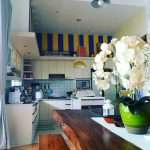Desain Dapur Minimalis Ukuran 2x2 Menyatu Dengan Ruang Makan
