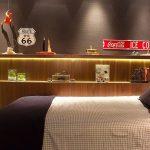 Kamar Tidur Anak Laki Laki Dengan Hiasan Dinding Yang Unik