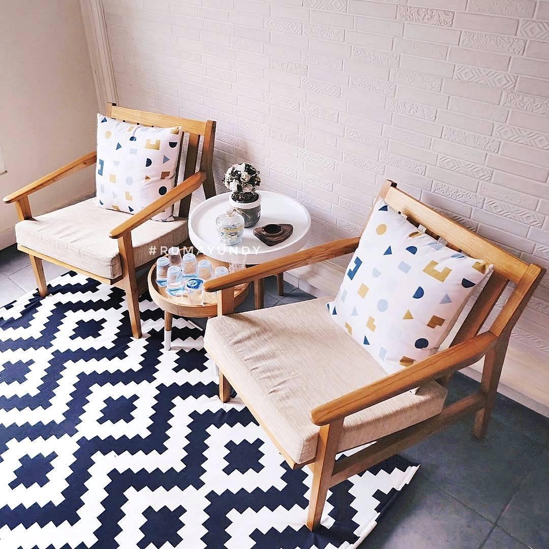 kursi ruang tamu sederhana