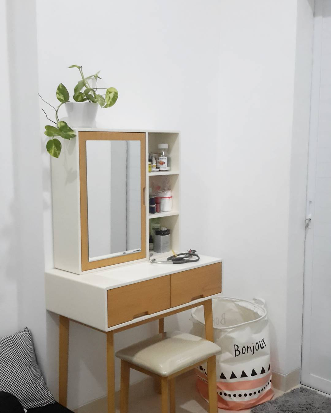 meja rias unik kayu jati model minimalis modern