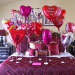 Dekorasi Kamar Ulang Tahun Romantis Dengan Balon Berbentuk Love
