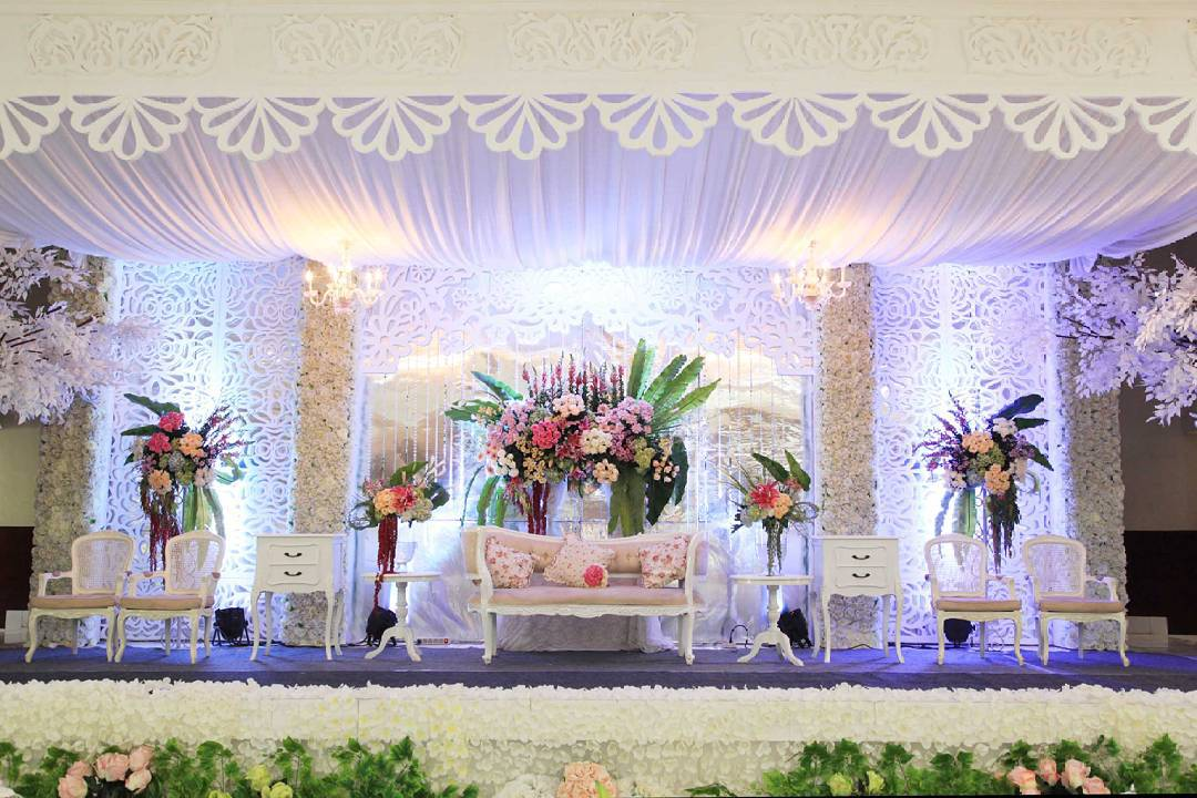 dekorasi pernikahan shabby chic terbaru nuansa putih romantis mewah