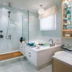 Desain Kamar Mandi Hotel Yang Cantik Terbaru Dengan Kaca Dan Wastafel Yang Unik