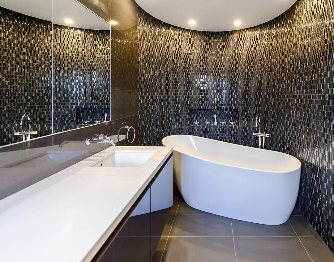 Gambar Kamar Mandi Hotel Dengan Desain Keramik Dinding Yang Modern Unik Cantik Terbaru
