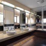 Kamar Mandi Hotel Mewah Berbintang Dengan Kaca Besar
