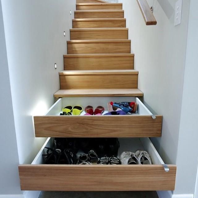 model tangga berfungsi sebagai tempat penyimpanan untuk rumah minimalis