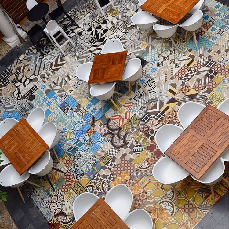 Motif Keramik Lantai Ruang Tamu Unik Rumah Mimalis