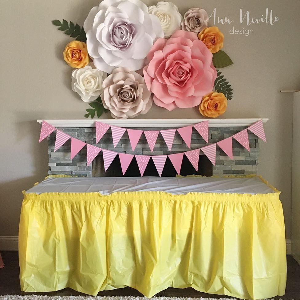 Diy cara membuat bunga dari kertas untuk hiasan dinding for Dekor kamar hotel buat ulang tahun