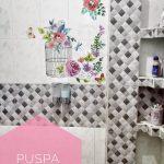 Dekorasi Dinding Kamar Mandi Dengan Wallpaper Keren