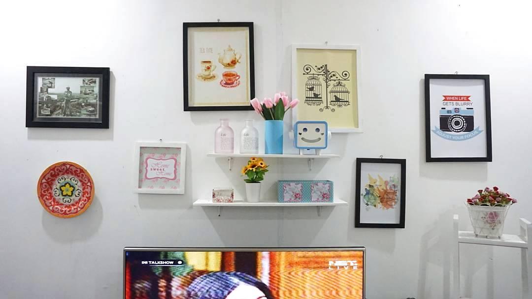 Dekorasi Dinding Ruang Tamu Dengan Hiasan Dinding Yang Unik Kreatif
