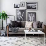 Dekorasi Dinding Ruang Tamu Dengan Pajangan Lukisan