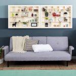 Dekorasi Dinding Ruang Tamu Dengan Rak Dinding Minimalis