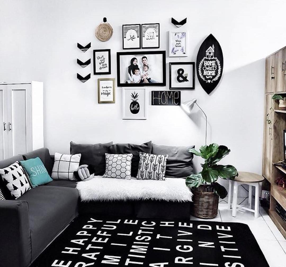 Dekorasi Dinding Ruang Tamu Monochrome Kreatif