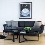 Dekorasi Dinding Ruang Tamu Sederhana Dengan Sofa Minimalis Dan Meja Ruang Tamu Unik