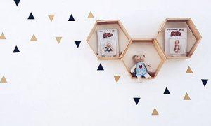 Dekorasi Ruang Tamu Dengan Hiasan Dinding Berbentuk Hexagonal Dari Stik Es Krim