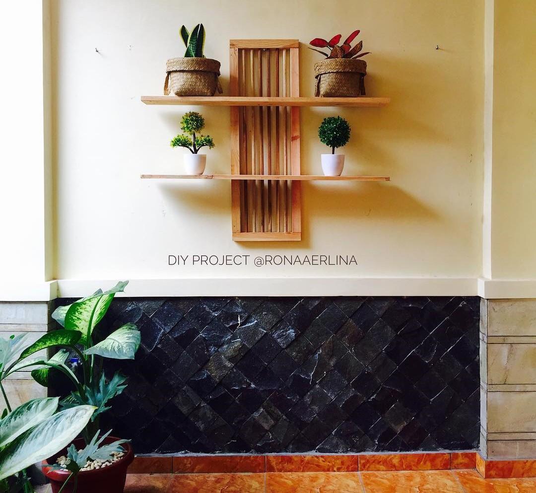 Desain Rak Tanaman Dinding Teras Rumah