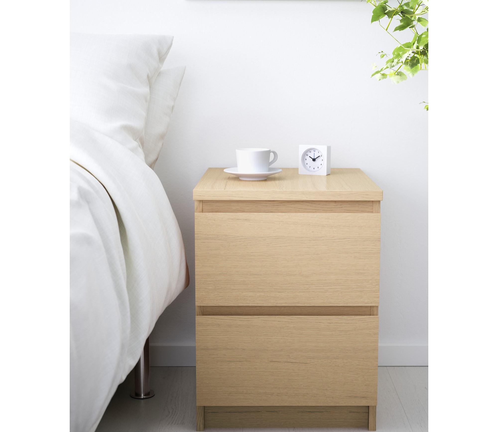 35 model meja samping tempat tidur minimalis modern for Dekor kamar hotel