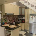 Model Dapur Sederhana Dibawah Tangga Dengan Kitchen Set