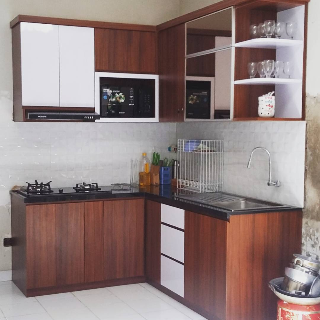 Cara hias ruang dapur kayu for Model kitchen set sederhana