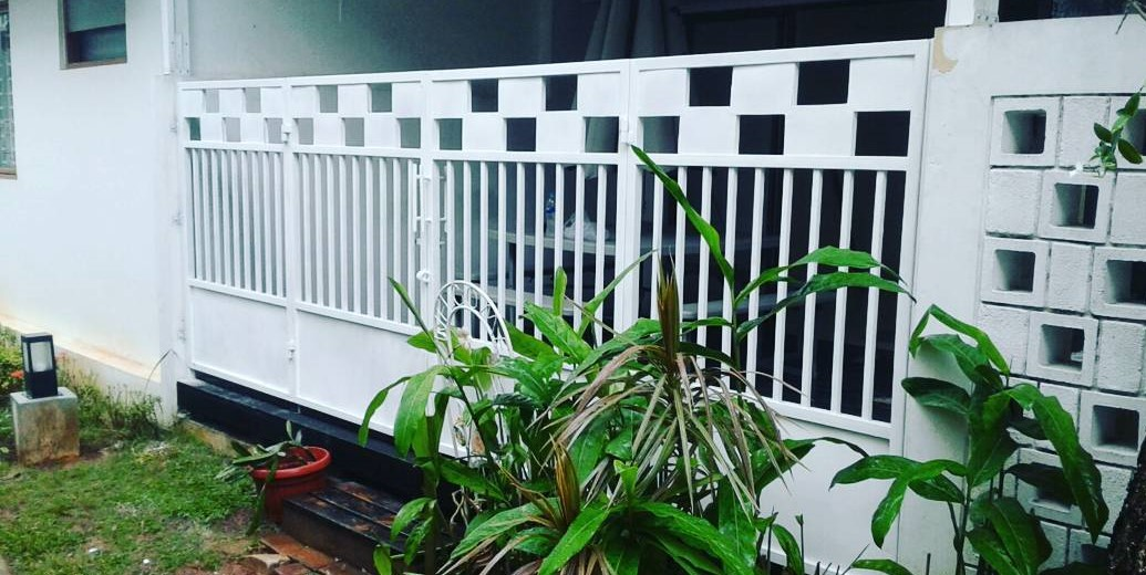 model pagar minimalis besi warna putih
