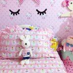 Model Wallpaper Dinding Kamar Tidur Terbaru Warna Pink Hello Kitty