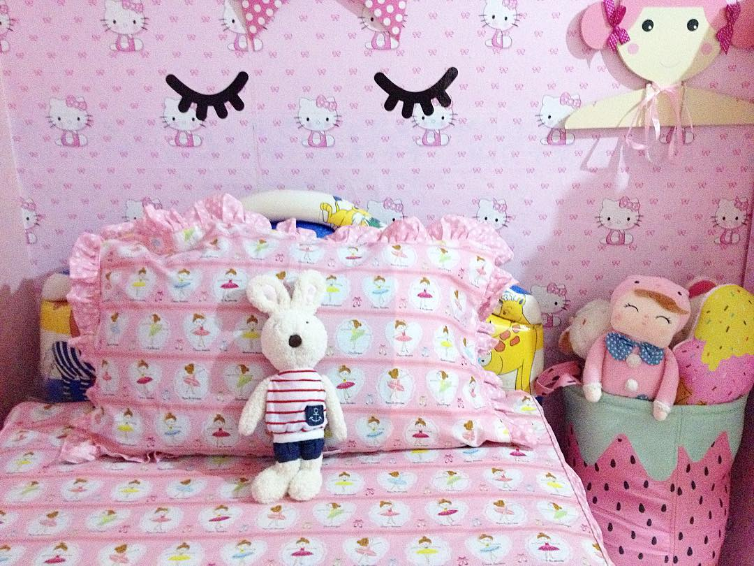 Model Wallpaper Dinding R Tidur Terbaru Warna Pink Hello Kitty
