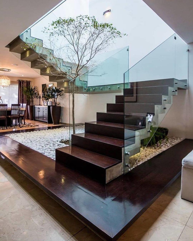 Tangga Rumah Mewah Kayu Modern Teralis Kaca