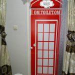Desain Pintu Kamar Mandi Dengan Wallpaper Telephone