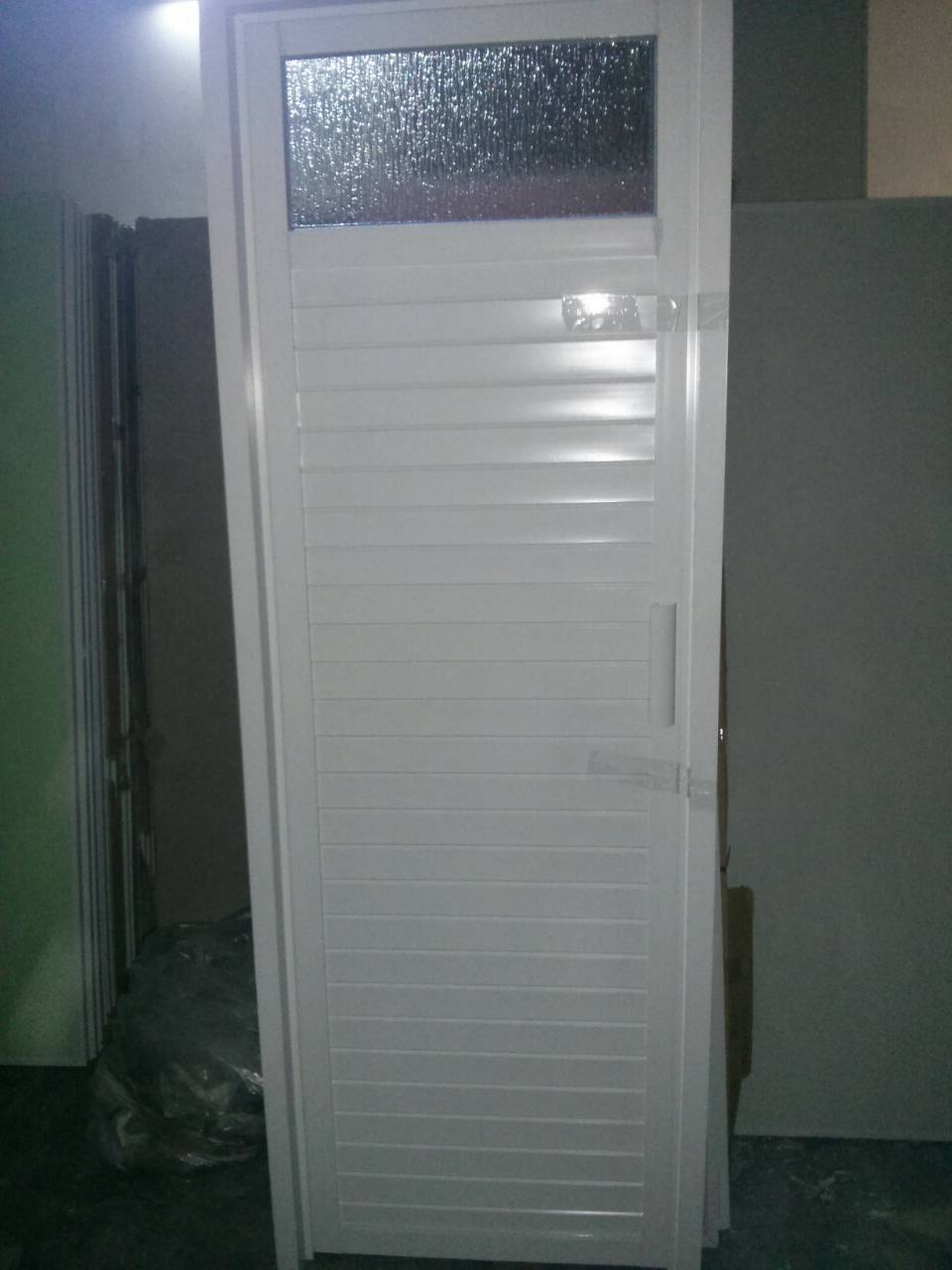 Model Pintu R Mandi Putih Aluminium
