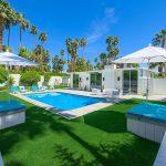 Desain Kolam Renang Mewah Belakang Rumah