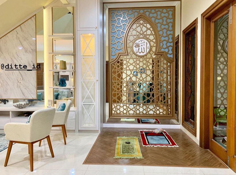 Desain Mushola Minimalis Dalam Rumah Menjadi Satu Dengan Ruang Keluarga