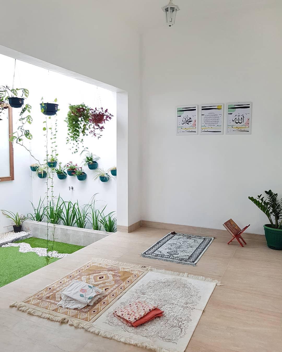 Gambar Desain Mushola Minimalis Dalam Rumah Menyatu Dengan Taman