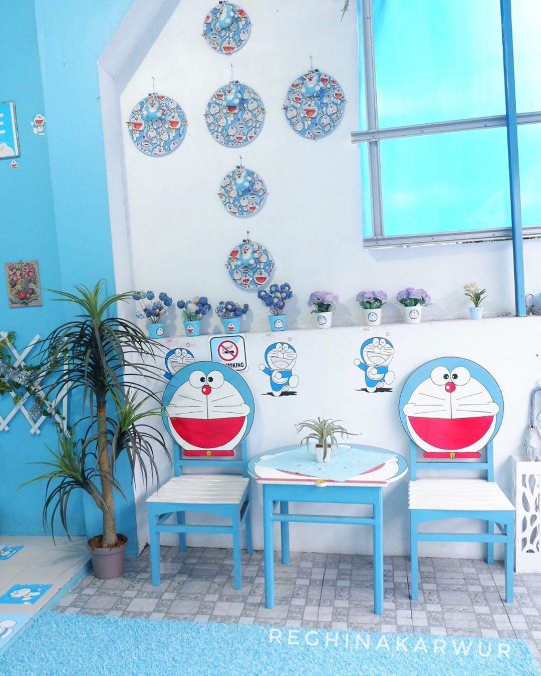 Gambar Model Meja dan Kursi Doraemon