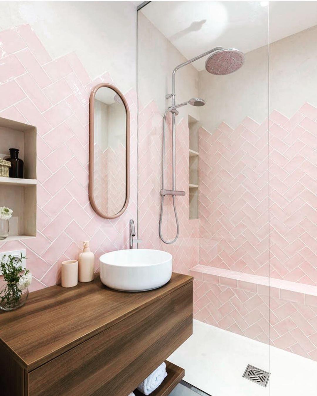 Model Kamar Mandi Minimalis Modern Dalam Kamar Tidur Warna Pink