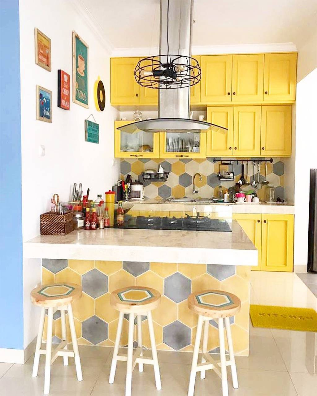 Model Kitchen Set Minimalis Dapur Sempit Warna Kuning Menawan